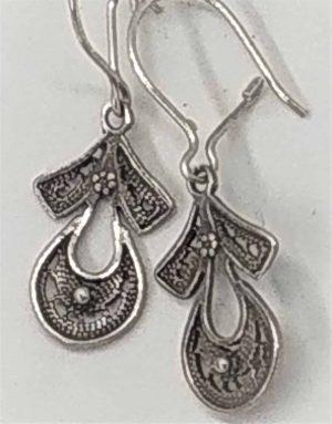 Sterling Silver Earings Yemenite Filigree PagodaHandmade . Yemenite jeweler made this Yemenite filigree earrings pagoda shape.